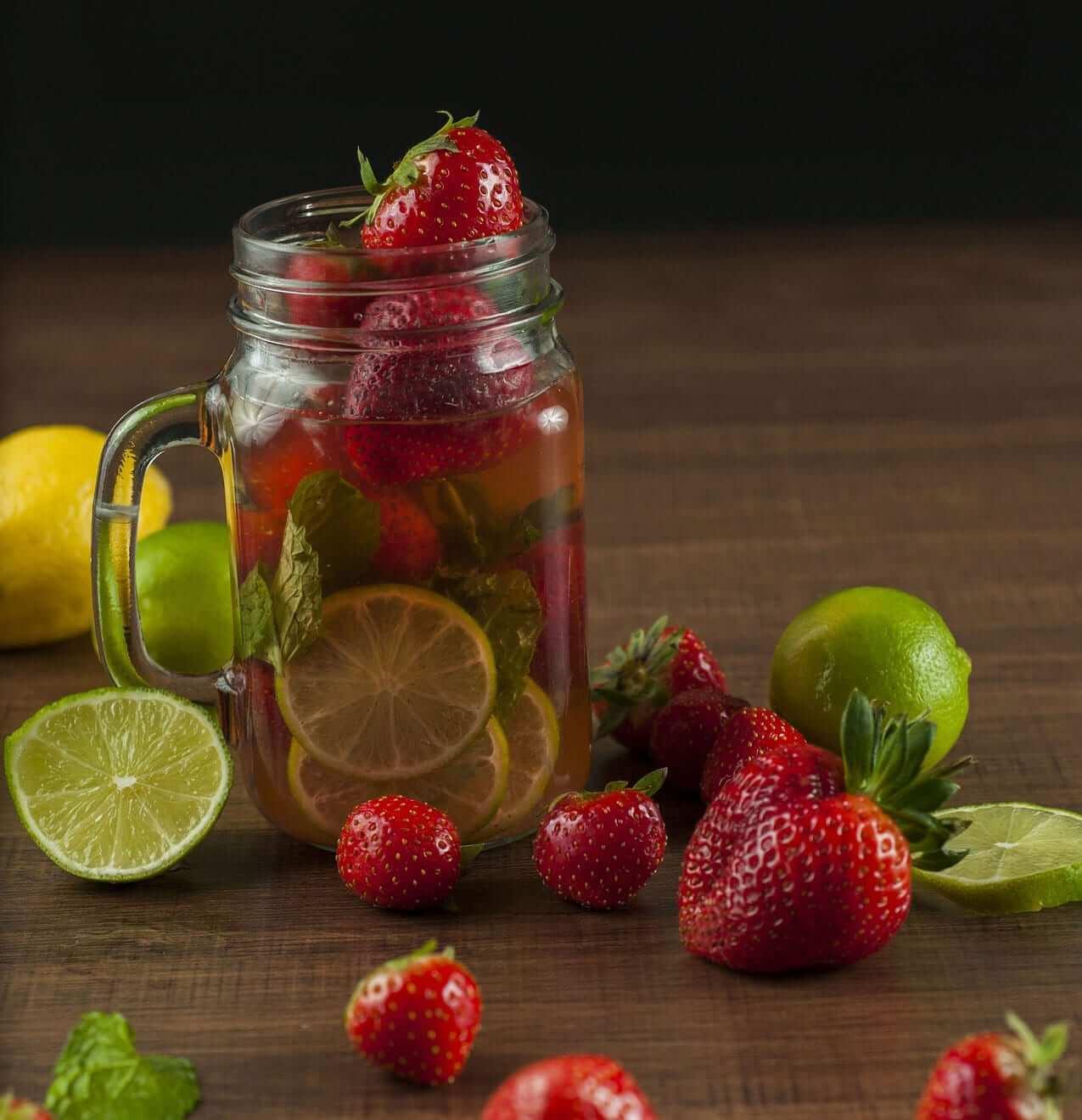 Erdbeer Limetten Detox Wasser Rezepte