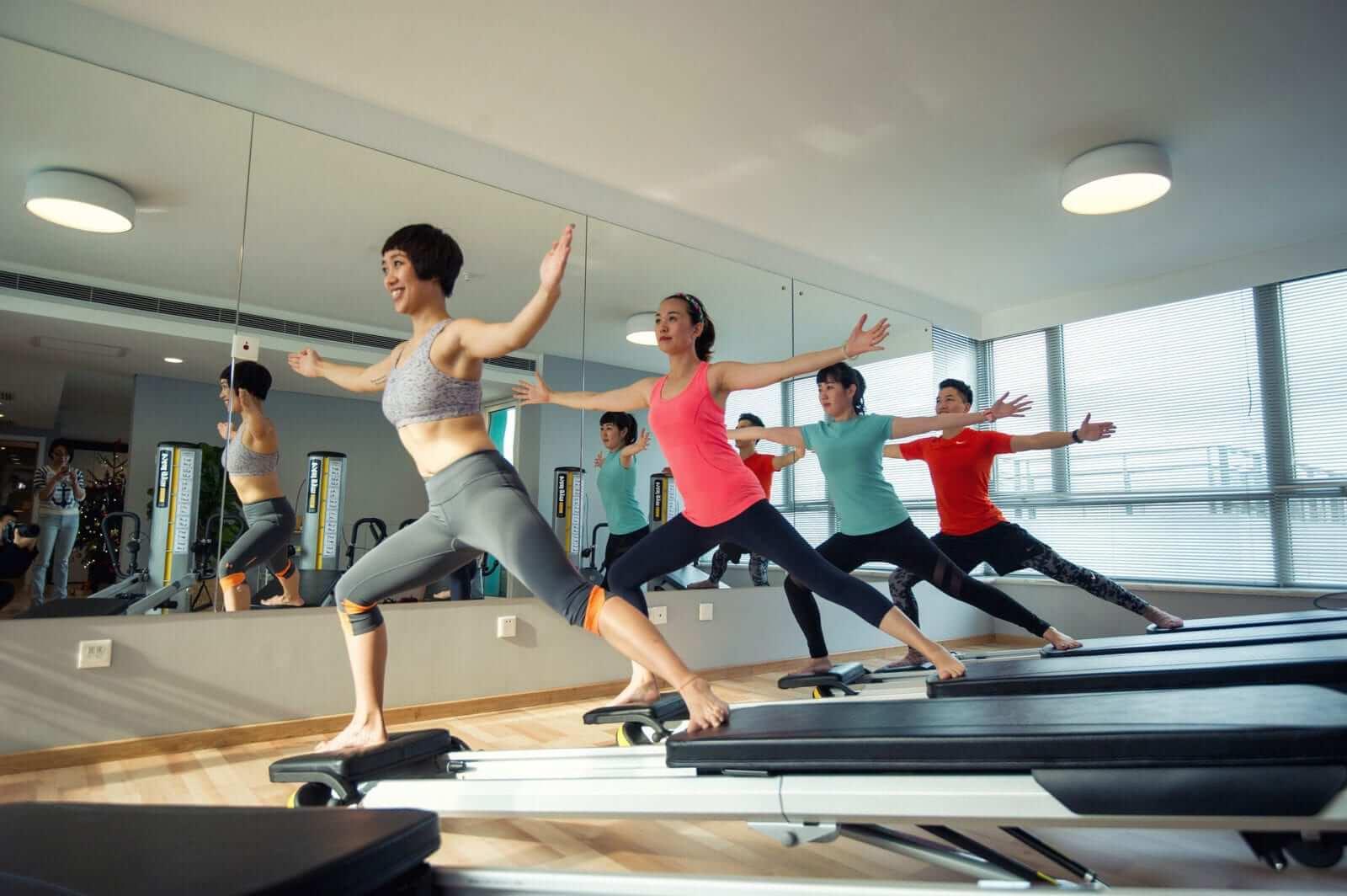 Frauen zeigen was ist Pilates
