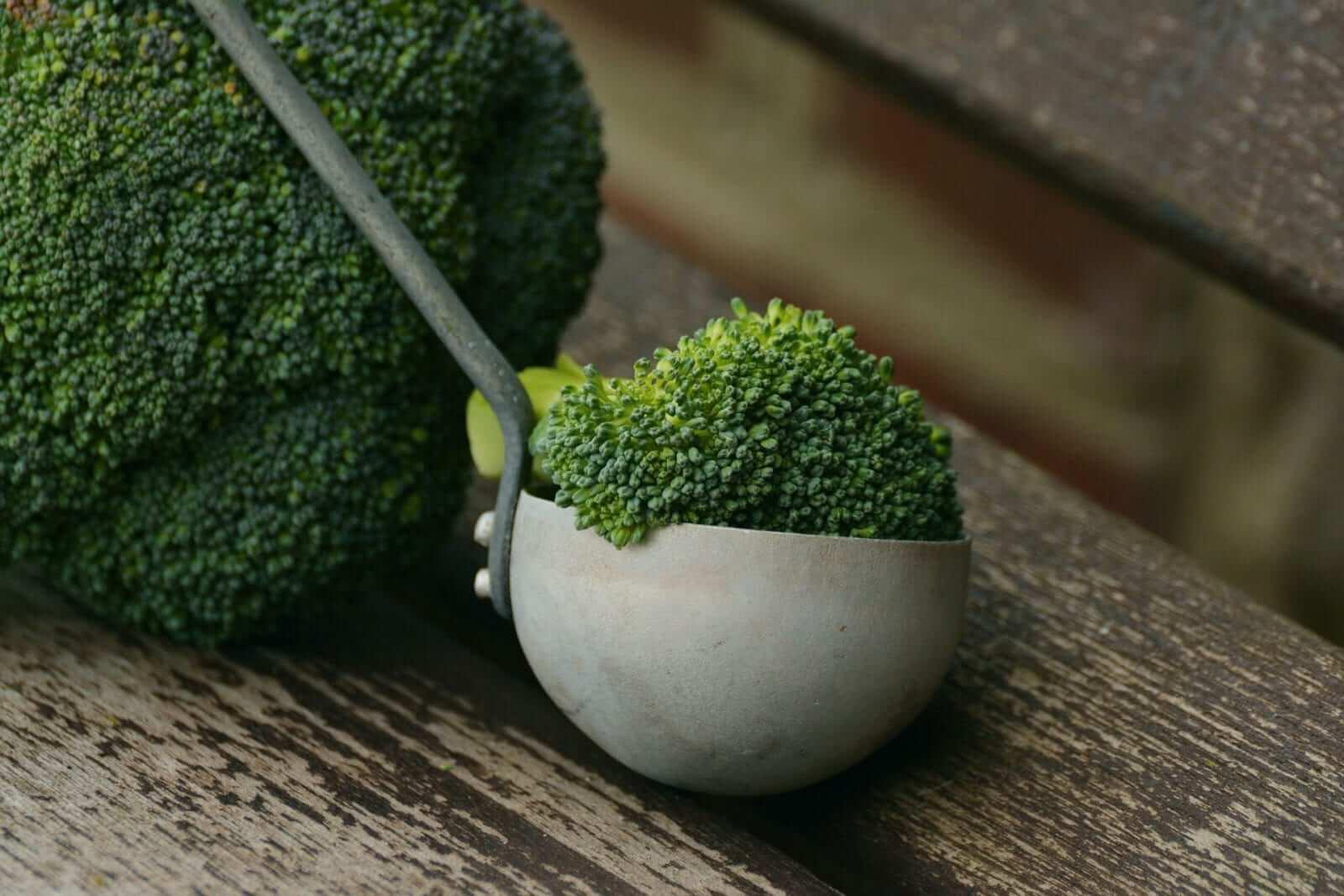 kalziumreiche Obst, Gemüse und Salat