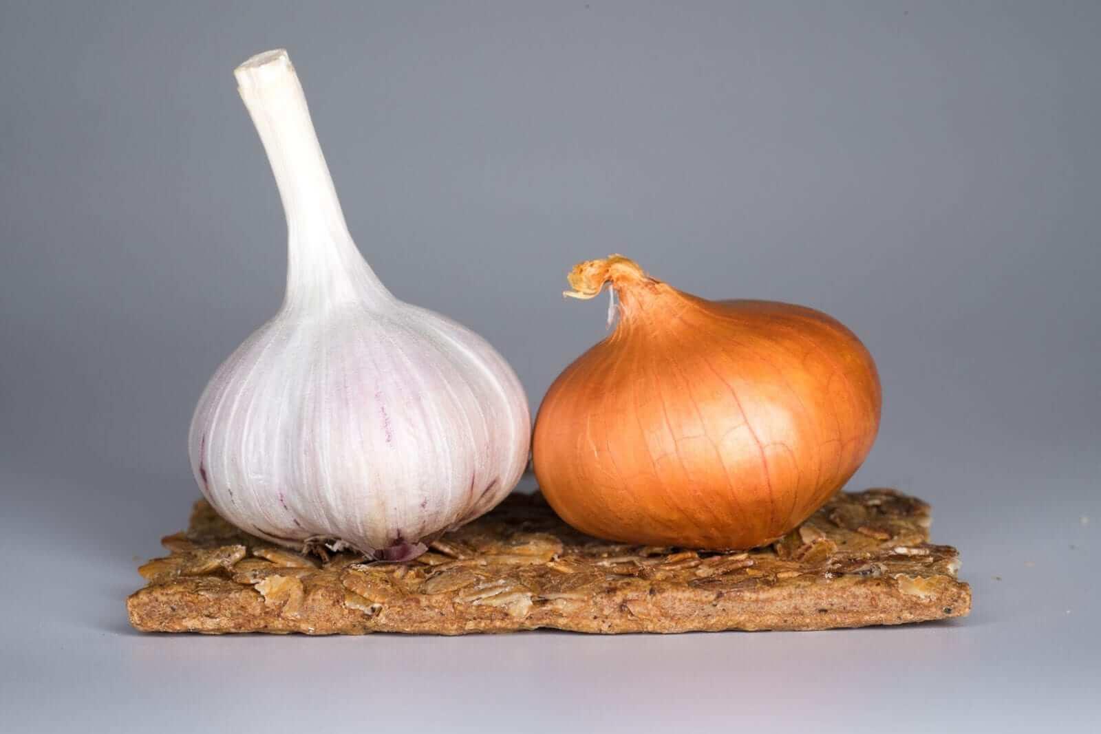 Knoblauch und Zwiebeln Natürliches Antibiotikum