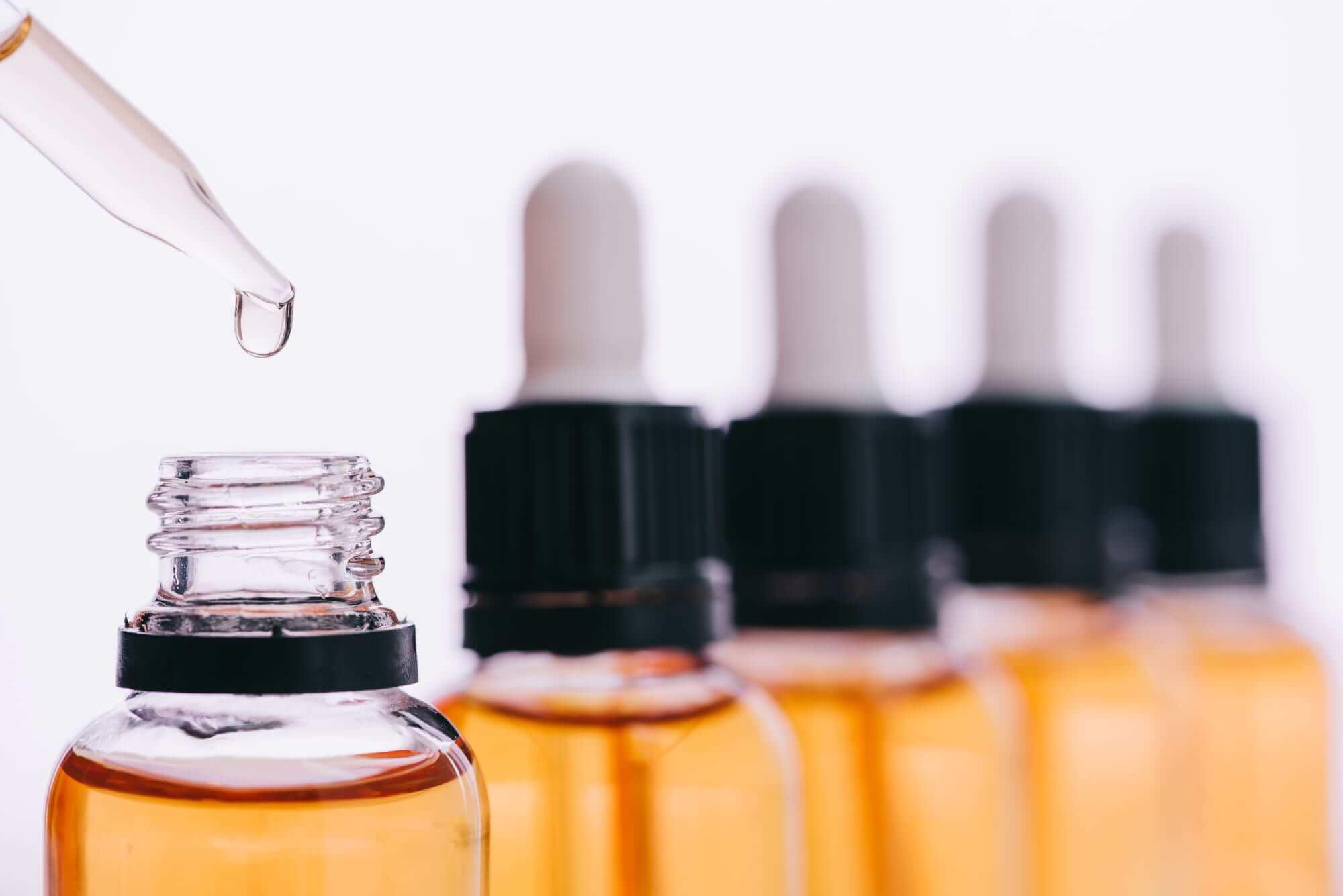 Kleine Flaschen mit Öl